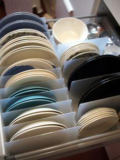 無印のスチロール仕切りスタンド(小)で食器収納
