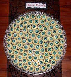 I make this every year for my Halloween party! This site has dozens of amazing halloween party food and drinks. Bolo Halloween, Halloween Eyeballs, Halloween Punch, Halloween Fruit, Halloween Goodies, Halloween Desserts, Halloween Food For Party, Halloween Birthday, Halloween Cupcakes