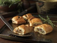 This quick, easy recipe for a traditional British sausage roll makes the perfect snack, party or lunch box food. Serve hot or cold, they are always delicious. Lunch Box Recipes, Snack Recipes, Cooking Recipes, Uk Recipes, Cooking Pork, British Sausage Roll Recipe, Homemade Sausage Rolls, Buffet, British Dishes