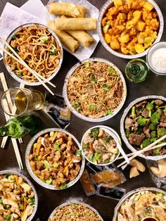 Want to make delicious Chinese food in your home? This collection of recipes is a great starting-off point for beginner Chinese cooks. Popular Chinese Dishes, Best Chinese Food, Cooking Chinese Food, Asian Cooking, Chinese Food Restaurant, Keto Restaurant, Traditional Chinese Food, Bar Restaurant Design, Architecture Restaurant