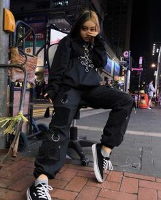 Sloppy and avant-garde clothing is the most popular style and you will Grunge Goth avantgarde clothing Popular Sloppy Style Edgy Outfits, Mode Outfits, Retro Outfits, Grunge Outfits, Fashion Outfits, Korean Outfits, Ladies Fashion, Fashion Ideas, Alternative Outfits