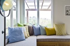 בית בעמק יזרעאל - טורקיז האוס Throw Pillows, Living Room, Architecture, Bed, Building, Houses, Colors, Cushions, Homes