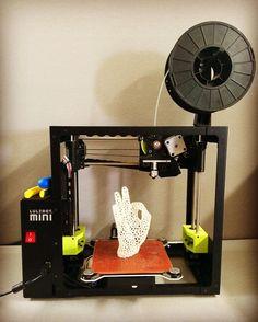 Como se imprime en 3d Heehee I have to say today is going A-Okay! #3Dprinting #desktopprinting #work #ok #aok #aokay #heehee #lulzbotmini #lulzbot #pla #villageplastics No olvides checar nuestros servicios de impresion3d en pachuca
