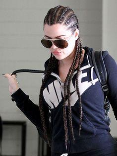 Khloe Kardashian sporting cornrows Cornrows Braids White, White Girl Braids, Afro Braids, Girls Braids, Black Braids, White Girl Cornrows, White Girl Afro, Box Braids Hairstyles, Cornrow Hairstyles White