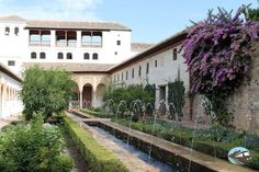 El Generalife Mansions, House Styles, Home Decor, Paths, Decoration Home, Room Decor, Fancy Houses, Mansion, Manor Houses