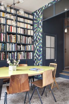 le papier peint bohme de bien fait dans un salon dcor mural disponible chez au