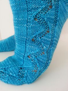 Aallonmurtaja ('breakwater') is a basic cuff down sock pattern with an easy lace section flowing down the side and all the way through the anatomical toe.