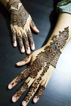 Check out these amazing mehndi designs by the top Mehendi artists before you book online. Some of these Arabic, full hand, Moroccan, mandala bohemian henna designs you will love at the wedding. Pakistani Mehndi Designs, Dulhan Mehndi Designs, Latest Arabic Mehndi Designs, Modern Mehndi Designs, Mehndi Designs For Girls, Mehndi Design Photos, Wedding Mehndi Designs, Beautiful Mehndi Design, Latest Mehndi Designs