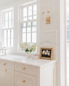 Cottage Kitchens, Home Kitchens, Kitchen Design, Kitchen Decor, Kitchen Layout, Kitchen Ideas, Little White House, Beautiful Kitchens, Bathroom Interior
