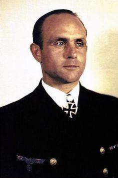Korvettenkapitän Heinrich Hoffmann (1910-1998), Chief der 5. Torpedobootflotille, Ritterkreuz 07.06.1944, Eichenlaub (524) 11.07.1944