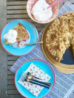 Rhabarberkuchen mit Streuseln - ein köstliches und einfaches Mürbeteigrezept aus der Familienküche, ohne Quark, ohne Pudding, ohne Hefe.