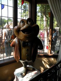 Oh, Mr. Toad.... I have dream of us being together again... I love you(heehee)