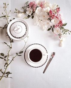 ❣it's always Coffee time Coffee Vs Tea, Coffee Wine, Coffee Is Life, Coffee And Books, I Love Coffee, Coffee Art, Coffee Drinks, Coffee Shop, Coffee Cups