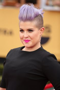 Pin for Later: Drool Over Every Gorgeous Beauty Angle at the SAG Awards Kelly Osbourne Kelly stepped out with a bold cat eye and a fluorescent-pink lip courtesy of Melt Cosmetics Lipstick in Stupid Love ($19). Typical!