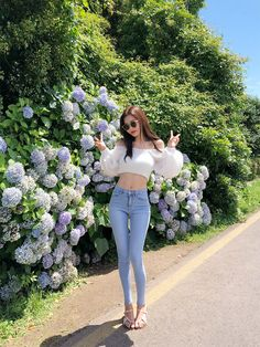 Be adorable, bubbly, sharp and sexy from time to time with CHUU. Korean Girl Fashion, Korean Fashion Trends, Ulzzang Fashion, Korea Fashion, Cute Fashion, 80s Fashion, Pretty Korean Girls, Girl Outfits, Cute Outfits