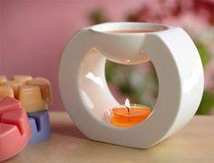 Duftlampe Gaia, WeißGlasierte Keramik. BxH: 8x11 cm.BxH: 8x11 cm. Für Duftöle, Scent Plus Melts sowie Teelichter; https://petrajukl.partylite.at/Shop/Product/408