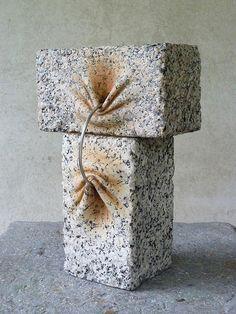 Piedras sólidas son convertidas en suaves y orgánicas esculturas por José Manuel Castro López