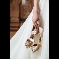 Знаменитые туфельки Badgley Mischka в цвете nude с роскошной брошью