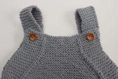 Peto para bebé de algodón - Patrón gratuito - Costurea Blog Crochet Toddler Dress, Crochet Baby, Knit Crochet, Baby Knitting Patterns, Baby Patterns, Baby Barn, Knitted Baby Clothes, Baby Coat, Baby Pants