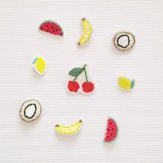 Hello les ptits fruits  _  Petite sélection Tutti frutti  _ Les frais d'envoi sont offerts sur mon eshop Tictail jusqu'à dimanche (lien dans ma bio) _ Pensez à la fête des mères et offrez lui une création Parisi. _  Belle journée   #photooftheday #goodmorning #fetedesmeres #fetedesmamans #maman #cadeau #broche #brooch #fruits #tuttifrutti #pins #pin #pinaddict #collection #summer #faitmain #handmade #embroidery #creationparisi #parisianais #piecesuniques #petitesséries #madeinfrance #paris…