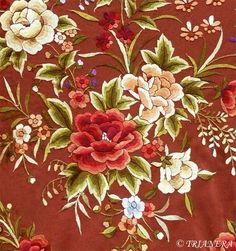 silk, hand-embroidered mantones de Manila (shawl) made in the center of flamenco, Seville, Spain. Kasuti Embroidery, Cushion Embroidery, Chinese Embroidery, Brazilian Embroidery, Embroidery Patterns, Hand Embroidery, Machine Embroidery, Decoupage, Diy Carpet