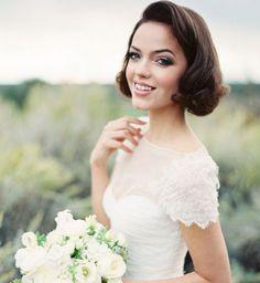 Idée coiffure de mariage : des boucles rétro sur cheveux courts - Cosmopolitan.fr