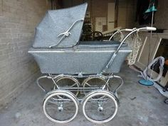 Retro vintage jaren 60 originele kinderwagen + matras + hoes Vintage Pram, Retro Vintage, Hoes, Prams And Pushchairs, Baby Buggy, Baby Carriage, Kids And Parenting, Cute Kids, Baby Strollers