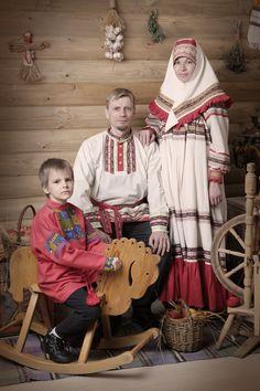 Выставка традиционного русского костюма из коллекции Сергея Глебушкина (г. Москва) «Душевные наряды».