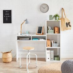 Bureau Design, Bedroom Themes, Bedroom Colors, Bedroom Chair, Kids Bedroom, Desk Inspiration, Estilo Boho, Styles, Bed Covers