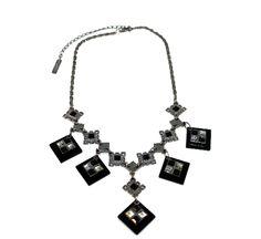 Colar c/ design exclusivo, acrílico negro , metal e pedrarias.  #colar #bijouteria #bijoux #designe #exclusivo