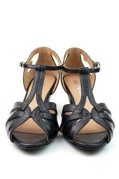 Nina 2 by Chelsea Crew  #ShopEsLaVida #EsLaVidaNY #EsLaVidaShoes #Shoes #Fashion #NewYork #Brooklyn