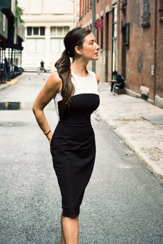 Jamie Beck of Ann Street Studio perfects the hourglass silhouette in a Banana Republic x Roland Mouret LBD.