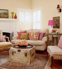 small cozy living room. Source: Chic and Antique facebook page.
