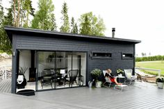 Valmissauna on stressitön vaihtoehto Patio Pergola, Backyard, Cabana, Outdoor Spaces, Outdoor Living, Pub Sheds, Tiny House Exterior, Facade House, Coastal Homes
