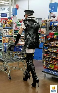20 Freakingly Crazy People Of Walmart - Slydor - Your Daily Dose Of Fun. Weird People At Walmart, Only At Walmart, Funny People, Funny Walmart Pictures, Walmart Funny, Walmart Shoppers, Comedy Memes, Memes Humor, Picture Fails