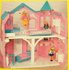 the exact Barbie Dream House i had as a kid. still to this day the BEST christmas present ever!