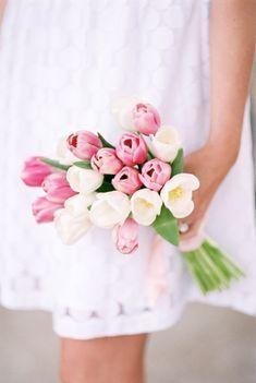 Bouquet con tulipanes pastel