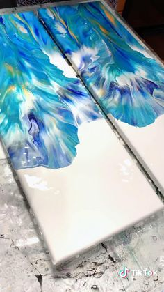Acrylic Pouring Art, Acrylic Art, Diy Canvas Art, Diy Wall Art, Flow Painting, Pour Painting, Diy Resin Art, Acrylic Painting Techniques, Blue Artwork