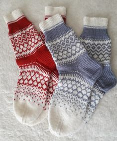 Knitting Socks, Knit Socks, Mittens, Yarns, Crochet, Projects To Try, Slippers, Dots, Tricot