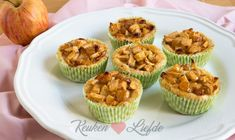 Mini appeltaartjes (kookvideo) Tart Recipes, Cheesecake Recipes, Appetizer Recipes, Meringue Recept, Ham And Cheese Quiche, Breakfast Quiche, Mini Tart, Health Snacks, Four