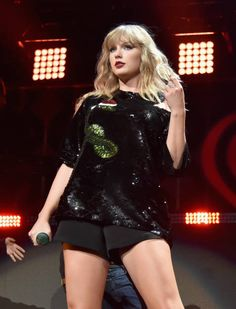 What Music Legend Quincy Jones Is Really Saying When He Bashes Taylor Swift Taylor Swift Legs, Taylor Swift Concert, Taylor Swift Pictures, Taylor Alison Swift, New Dj, Taylor Swift Wallpaper, Swift Photo, Red Taylor, Queens