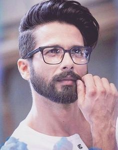 Help me find similar a square black eyewear as Shahid Kapoors