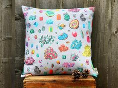 Gem and Crystal Pillow / geology geometric / por ScoutandWhistle