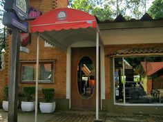 D.O.C. Emporium Bar, Penedo.