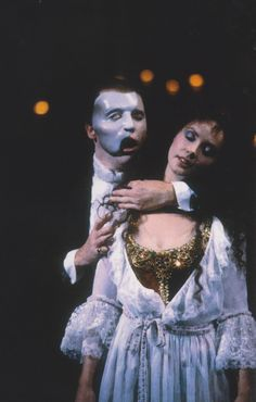 Michael Crawford & Sarah Brightman The Phantom of The Opera, London Photo by Clive Barda/ArenaPAL Sarah Brightman, Teatro Musical, Musical Theatre, Music Of The Night, Originals Cast, Music Sing, Love Never Dies, Sing To Me, London Photos