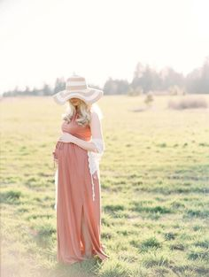 Pregnancy/maternity photo shoot idea - love the lighting and the setting