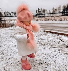 Cute Baby Girl Outfits, Kids Outfits Girls, Cute Baby Clothes, Cute Baby Videos, Cute Baby Pictures, Cute Little Baby, Baby Love, Beautiful Children, Beautiful Babies