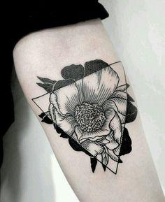 Image via We Heart It #amazing #arm #flower #tattoo #triangle