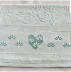 This Pin was discovered by Ruk Cross Stitch Heart, Cross Stitch Borders, Cross Stitch Flowers, Cross Stitch Patterns, Stitch 2, Crewel Embroidery, Bargello, Needle And Thread, Needlework