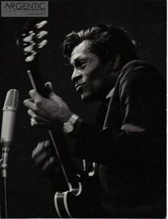 Chuck Berry Soul Jazz, Buddy Holly, Blues Artists, Chuck Berry, Rock Legends, Kinds Of Music, Black History, Rock N Roll, The Beatles